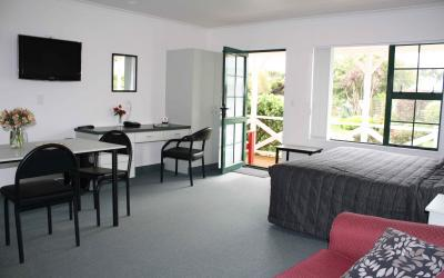 Kerry Lane Motel  | Hawera Motel | Call: Lynette & Clive on 06 2781918