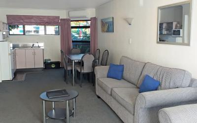 Shadzz Motel  | Palmerston North Motel | Call: Margaret and Kevin on 06 3579145