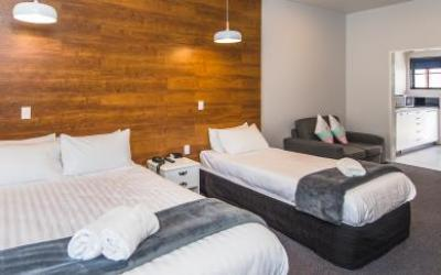 Burwood Motel  | Call: Aimee & Yan on 06 345 2180