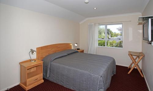 Touchwood Motor Lodge  | Call: Neil & Dilys on 09 2387205
