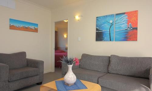 Taylors Motel  | Host Accommodation in Ashburton | Call: Rebecca & Craig on 03 308 9119