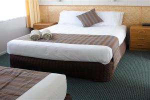 Cameron Thermal Motel  | Call: Rein & Marjory on 07 5782859